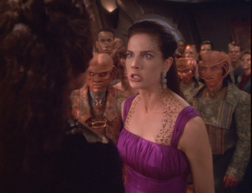 Jadzia kicks Sirella out of her party