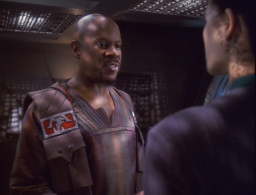 Sisko, in his Klingon ceremonial garb, advises Dax