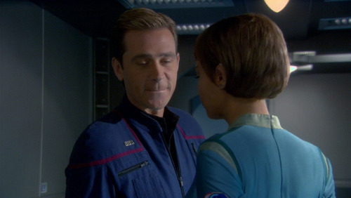 Tucker and T'Pol talk in the corridor