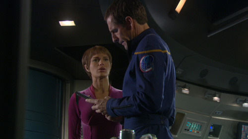 T'Pol talks to Archer