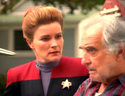 Janeway talks to the Caretaker