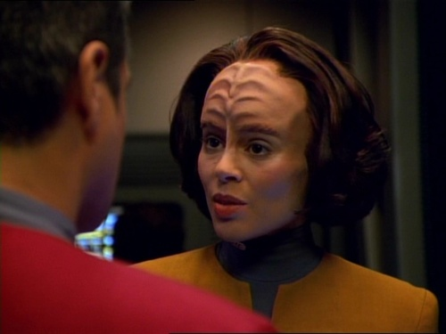 B'Elanna talks to Chakotay