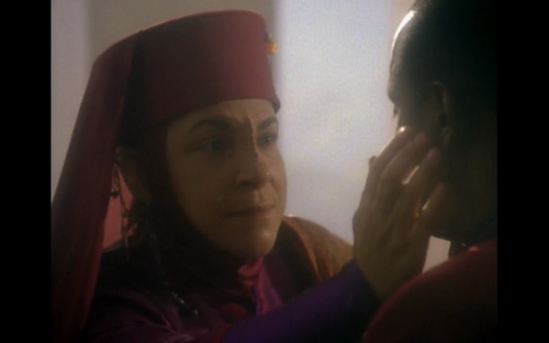 "Opaka feels Sisko's ""pagh"" by touching his ear"