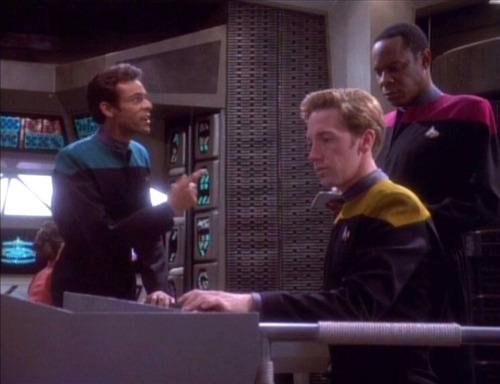 Bashir talks to Sisko about Garak