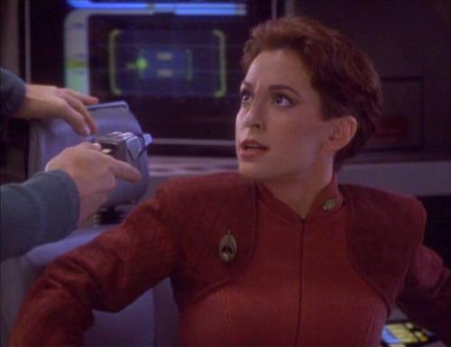 Kira faces Tahna's phaser