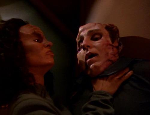 Klingon B'Elanna chokes Sulan against a wall
