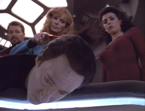 Crusher, Riker and Troi deactivate Data