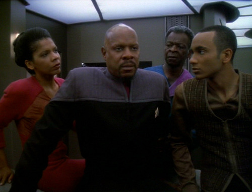 Sisko wakes up in the Infirmary