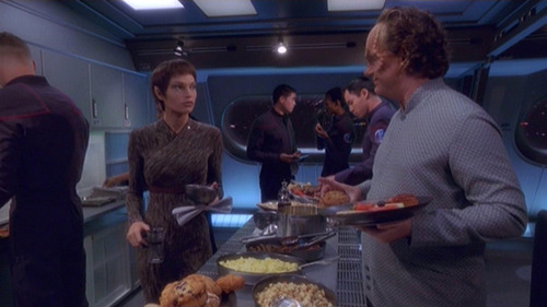 T'Pol and Phlox in the mess hall