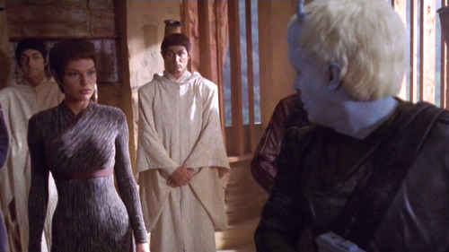 Tholos creeps on T'Pol