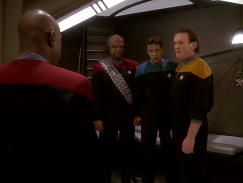 Sisko confronts Worf, Bashir and O'Brien in the brig