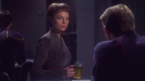 Trip talks to T'Pol in the mess hall