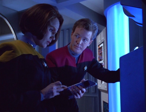 Tom and B'Elanna talk in Engineering
