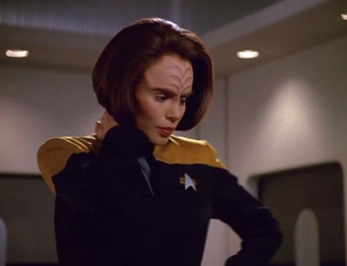 B'Elanna explains Chakotay's behaviour to Janeway