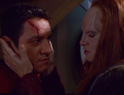 Seska holds Chakotay's face in both hands