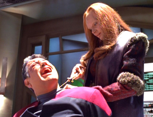 Seska stabs Chakotay's neck with a needle