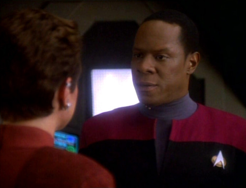 Sisko talks to Kira