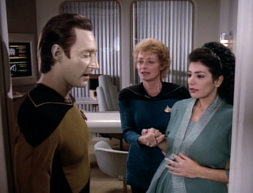 Pulaski and Data assist a very pregnant Troi