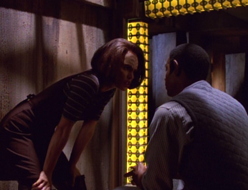 B'Elanna tries to convince Tuvok they need to escape prison