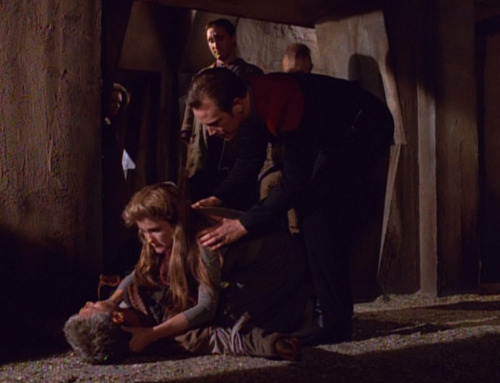 Paris tries to pull Janeway away from Caylem's body