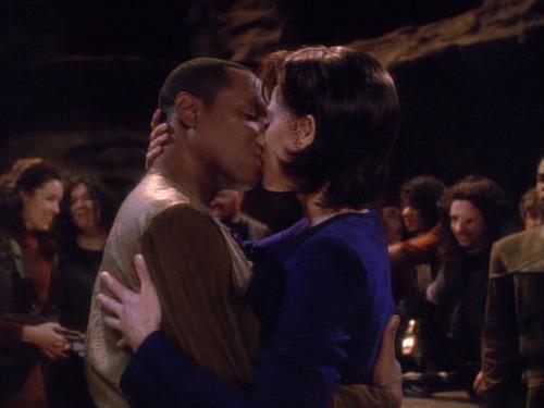 Prime Sisko undercover kisses Mirror Jadzia
