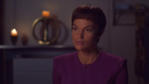 T'Pol in her quarters