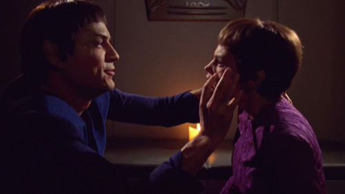 Tolaris puts his hands on T'Pol's face in order to mind meld