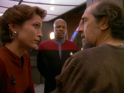 Kira and Sisko talk to Akorem Laan