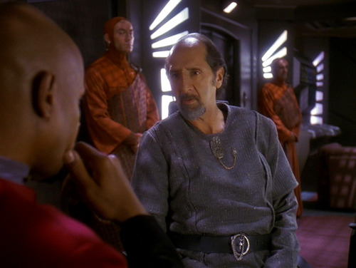 Sisko talks with Akorem Laan
