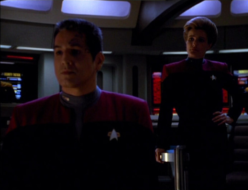 Chakotay and Janeway on the bridge during red alert