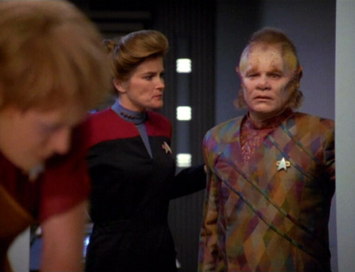 Janeway and Neelix look at Kes in the Doctor's office