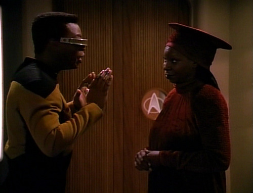 Geordi talks to Guinan