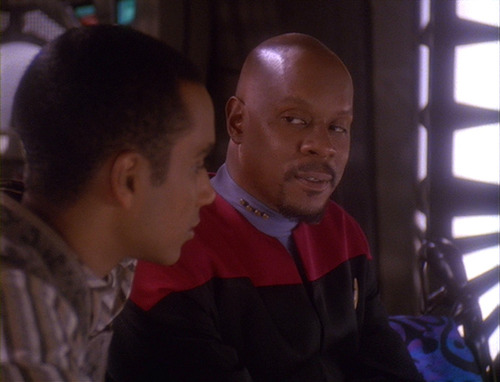 Sisko reads Jake's essay and talks to him