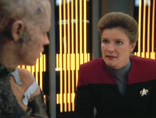 Janeway talks to Seven of Nine shortly after separating her from the collective