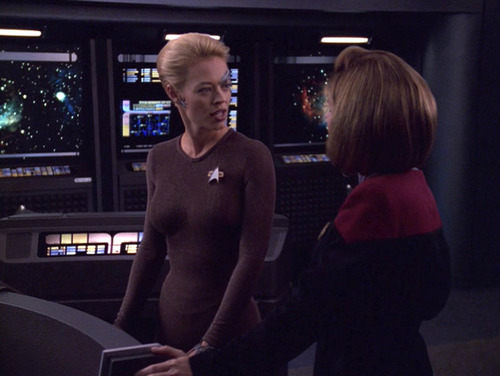 Janeway and Seven talk in Astrometrics