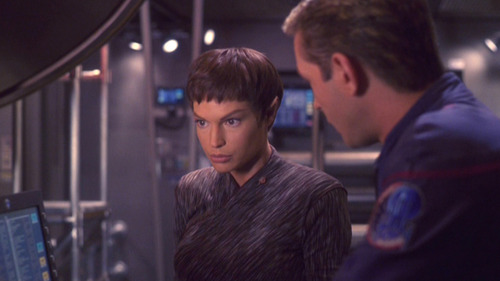 T'Pol tells Trip she doesn't want to go to the movie