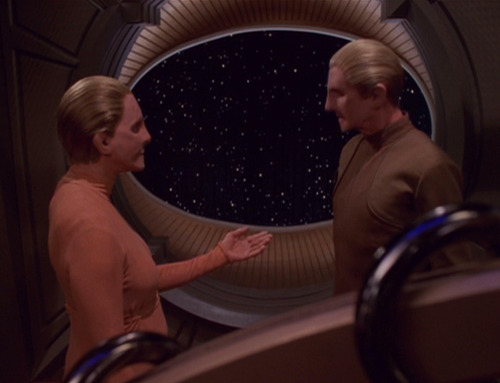 Female Changeling extends a hand to Odo in his quarters on DS9
