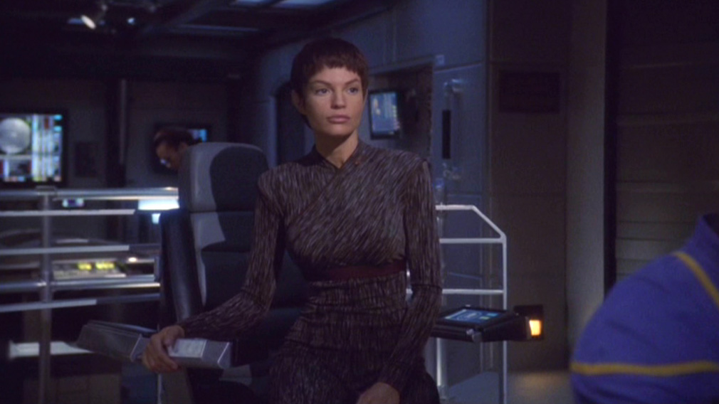 T'Pol in the Captain's Chair