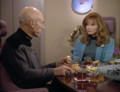 Picard and Crusher eat breakfast together