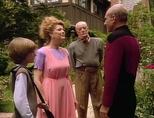 Picard says goodbye to his brother, sister-in-law and nephew