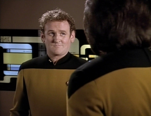 O'Brien talks to Worf in the transporter room