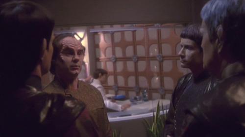 Phlox talks to Vulcan doctors