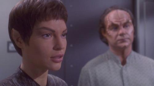 T'Pol and Phlox respond calmly to Archer