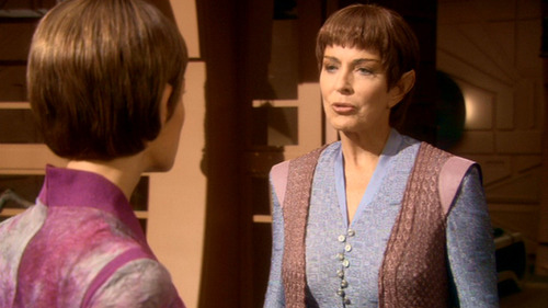 T'Pol speaks to T'Les