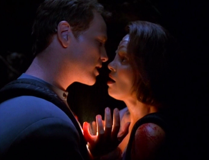 Tom and B'Elanna almost kiss