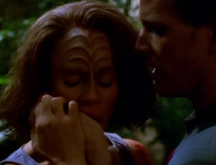 B'Elanna smells Tom's hand