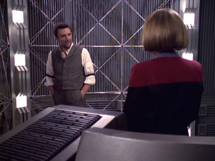 Janeway talks to Michael in the lab.