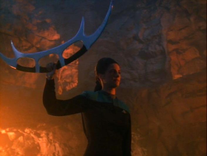 Jadzia Dax wielding a bat'leth