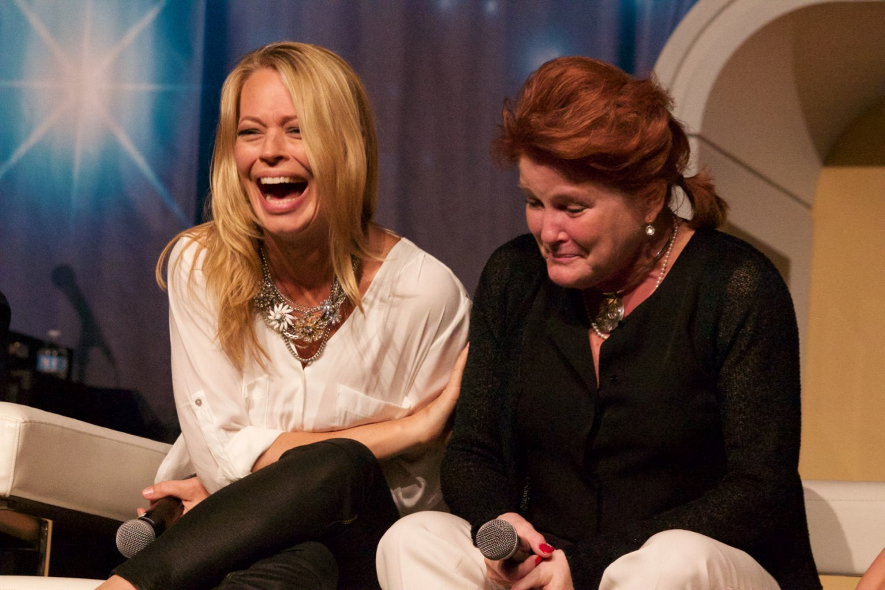 Jeri Ryan and Kate Mulgrew doubled over laughing
