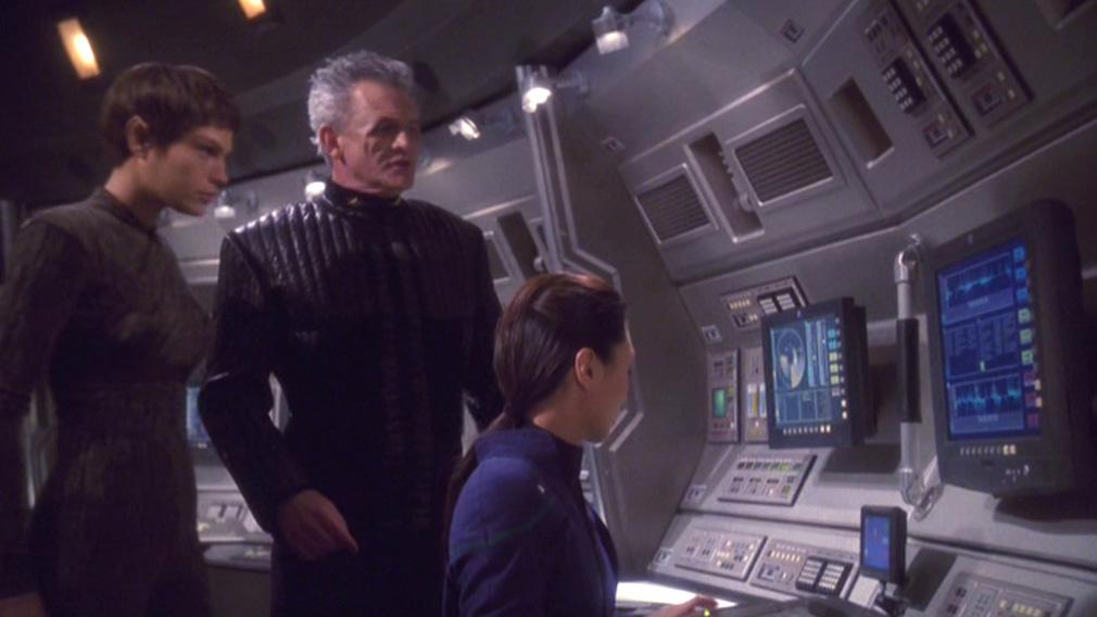 Enolian representative on the Enterprise bridge with Hoshi and T'Pol